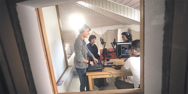 Une chaîne radio porte la voix des migrants en Suisse