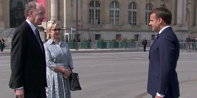 Cérémonie du 8 mai : Macron, Sarkozy et Hollande sans masque !