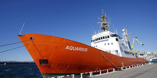Italie: le navire humanitaire Aquarius interdit d'accoster