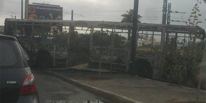 VIDÉO/Casablanca : Un bus prend feu près de la ligne de tramway