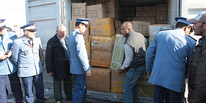 Tanger: Grosse saisie de vêtements de contrebande
