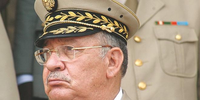 """Algérie : Gaid Salah fait état de """"dossiers de corruption lourds"""""""