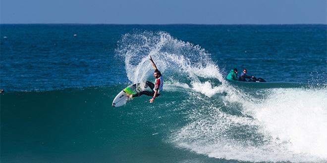 Des stars mondiales du surf se défient à Taghazout