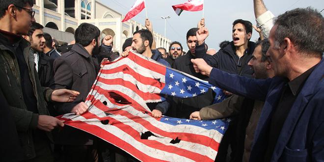 Des milliers d'Irakiens manifestent contre Téhéran et Washington