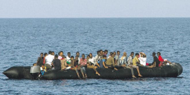 Méditerranée: La Marine royale secourt plus de 400 migrants