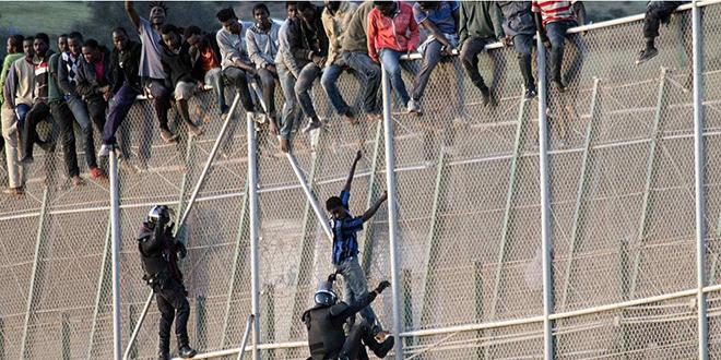 Melilia: Mise en échec de l'entrée de 350 migrants