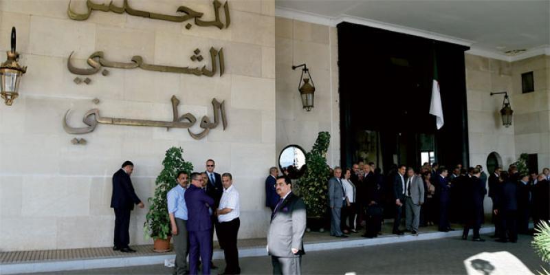 Blocage institutionnel à Alger