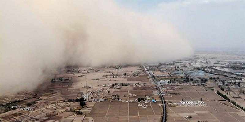 Une immense tempête de sable «avale» une ville en Chine