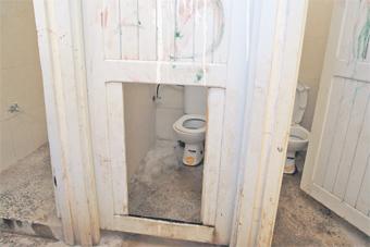 ecole_toilette_publique_002.jpg