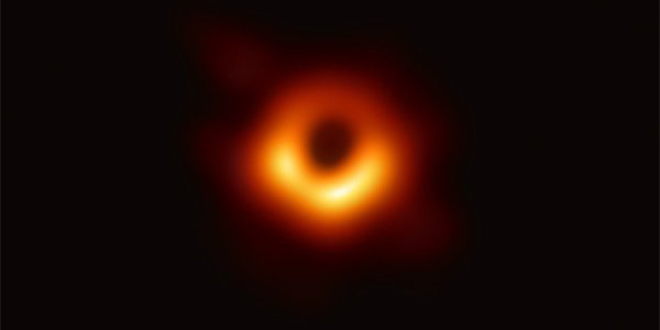 Astronomie : La première image d'un trou noir enfin dévoilée
