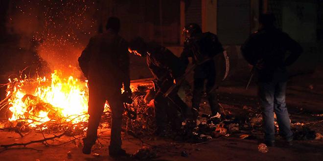 Tunisie: troisième nuit de heurts et des arrestations par centaines