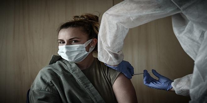 Covid-19: la France ouvre la vaccination aux 12-18 ans