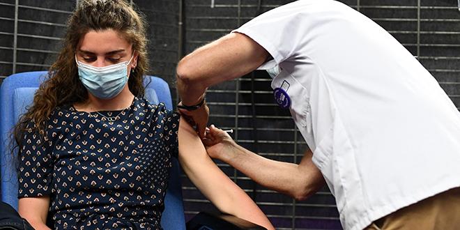 Covid-19: La France ouvre la vaccination aux adolescents